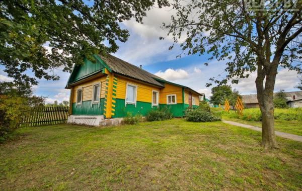 Сельская усадьба на берегу озера в а.г. Любковщина.